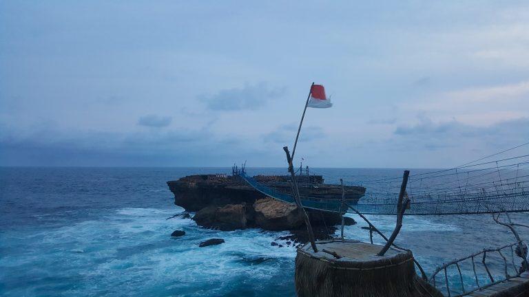 Pantai Timang Gunungkidul Yogyakarta
