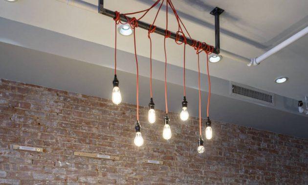 Dekorasi lampu unik untuk ruang tamu desain industrial