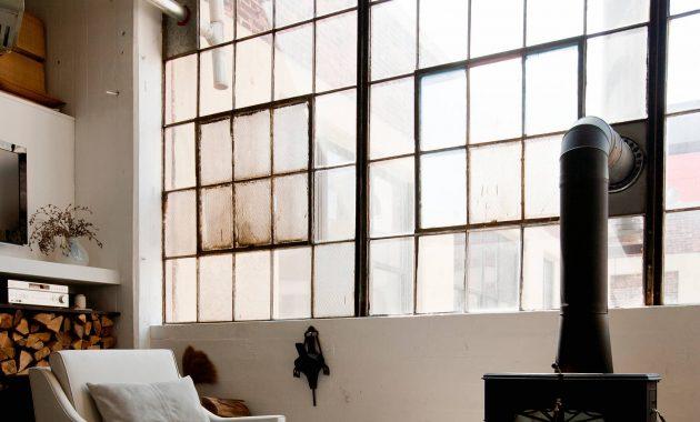 Desain industrial jendela yang besar dan luas